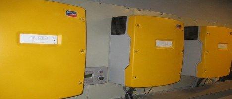 Μεγάλα αυτόνομα φωτοβολταικα με AC Coupling